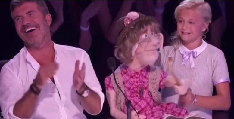 12-Jährige nimmt die alte Tante mit auf die Bühne – dann bricht Simon in Gelächter aus!