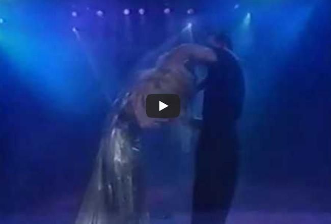 Vor 22 Jahren gaben Patrick Swayze und seine Frau eine unvergessliche Show, die immer noch beeindruckend ist!