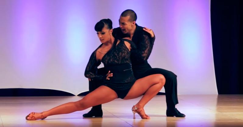 Als diese beiden zu tanzen begannen, keuchte das Publikum. Das ist die Geschwindigkeit der Bewegung!