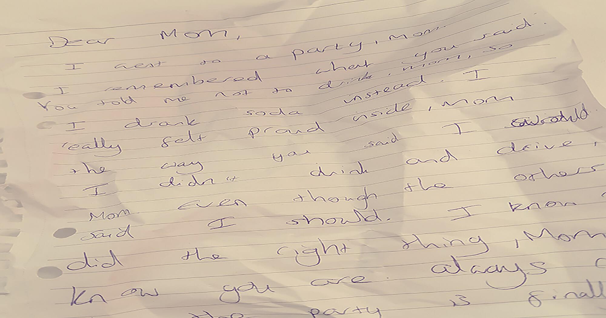 16-Jähriger tötet junges Mädchen – bis die Polizei eine Notiz in ihrer Hand findet, die uns das Herz bricht