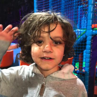 6-Jähriger Autist wurde noch nie zu einem Geburtstag eingeladen – da platzt seinem Papa der Kragen und er stellt Freunde zur Rede