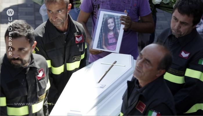 Als der Feuerwehrmann die 9-Jährige findet, ist sie bereits tot. Doch unter ihrem Körper findet er etwas Herzergreifendes.