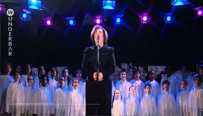 """Das Publikum bekommt Gänsehaut, als Susan Boyle mit dem Kinderchor """"O heil'ge Nacht"""" singt"""