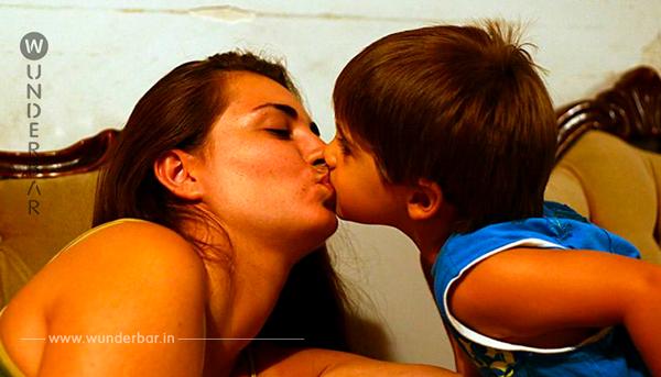 Psychologen warnen: Deshalb solltet ihr eure Kinder nicht auf den Mund küssen!