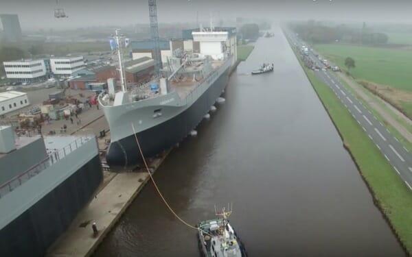 Wie man das Große Schiff ins Wasser umzieht... Super... !