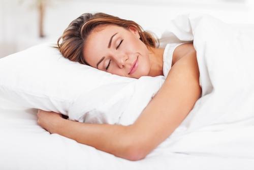 Gynäkologen warnen: Deswegen sollte man lieber ohne Schlüpfer schlafen