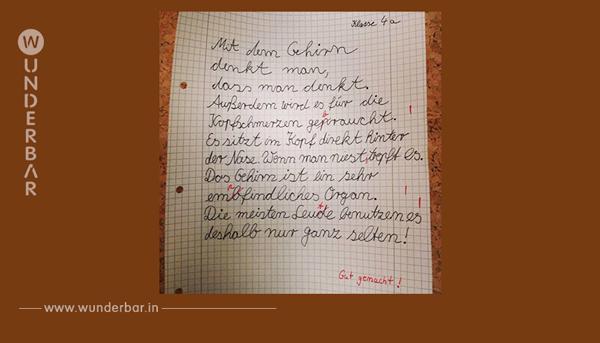 Viertklässler schreibt 5 Sätze auf ein Blatt und jeder davon ist ein Meisterwerk.
