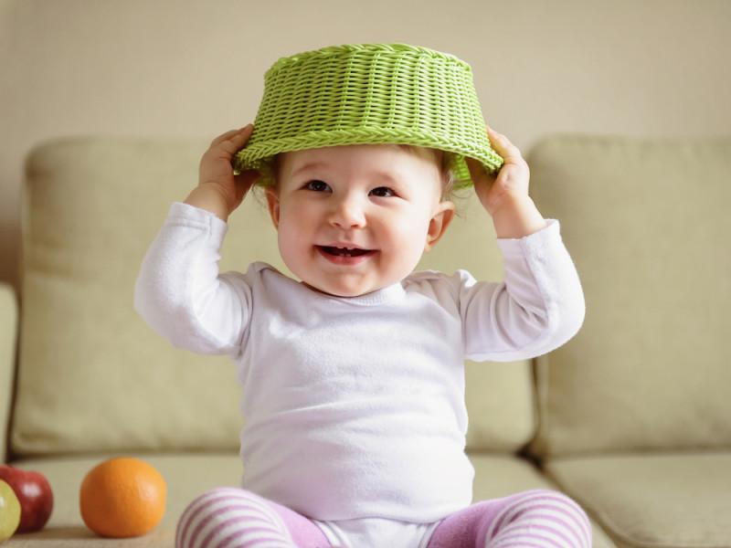 10 Baby-Spielzeuge aus Alltagsdingen.
