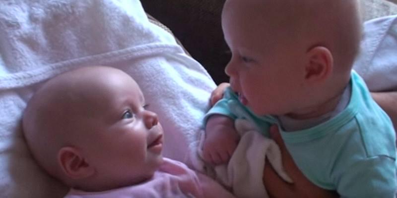 Die Zwillingsbabies sprechen ihre eigene Sprache – und ihr Charme wird euch verzaubern