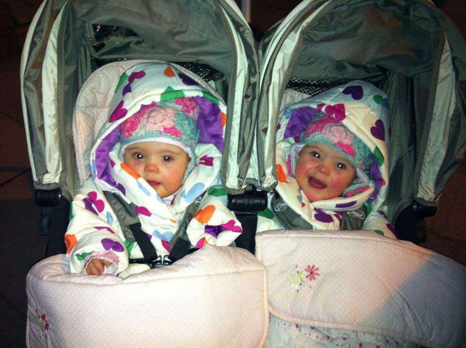 """Nach der Geburt ihrer Zwillinge sind die Eltern überglücklich – da eröffnet ihnen der Arzt, dass es ihm """"Leid tut"""""""