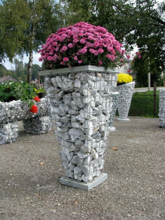 Met ein paar Steinen basteln Sie die schönsten Pflanzkübel! Toll für den Frühling!
