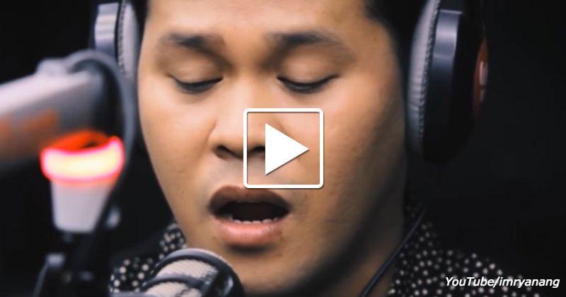 EIn unbekannter Typ hat angefangen ein legendäres Lied zu singen ... Nach 90 Sekunden waren alle erstarrt!