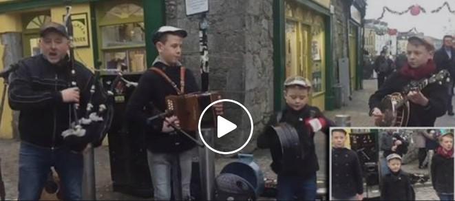 Dieser irische Vater und seine drei Söhne beeindrucken Passanten auf der Einkaufsstraße mit ihrem Auftritt