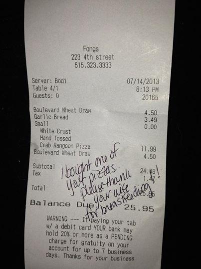 Seine Frau stillte ihr Baby in einem Restaurant – dann bekam er diese Notiz von einer Kellnerin