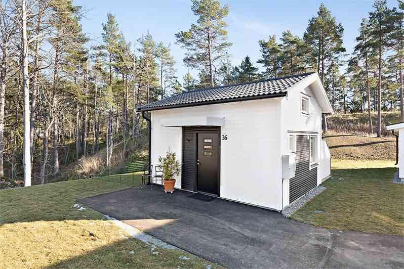 Eines der kleinsten Häuser in Schweden wurde verkauft – so sehen die 22m² aus!