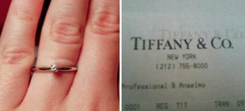 Eine Frau erniedrigt ihren Verlobten wegen des Verlobungsringes, nachdem sie den Kassenbon gefunden hatte