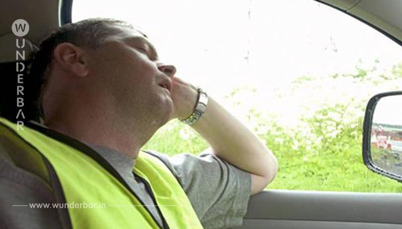 Im Autopilot Modus mit Tempo 112: Polizei stoppt Tesla Fahrer, der hinterm Steuer schläft