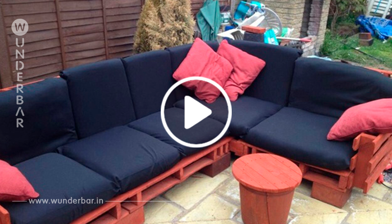 Baue dir dein eigenes Lounge-Sofa aus Palletten, für drinnen und draußen.