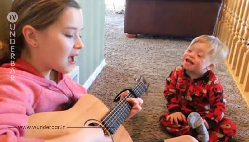 2 Jähriger mit Down Syndrom kann kaum sprechen – wenn seine Schwester zur Gitarre greift, geschehen Wunder