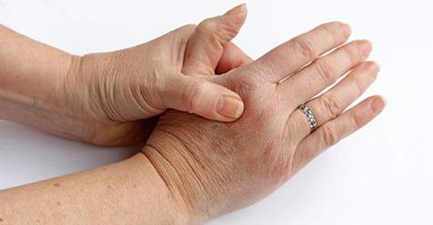 Schnappfinger – Ursachen und Behandlungsmöglichkeiten