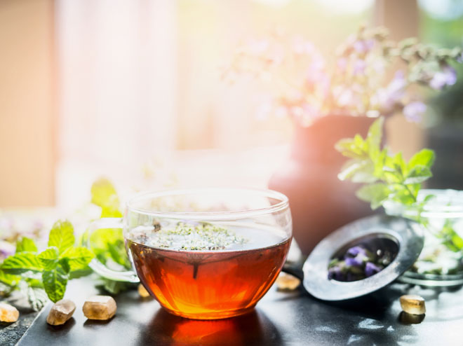 Entschlacken mit Tee: Rezepte zum Selbermachen