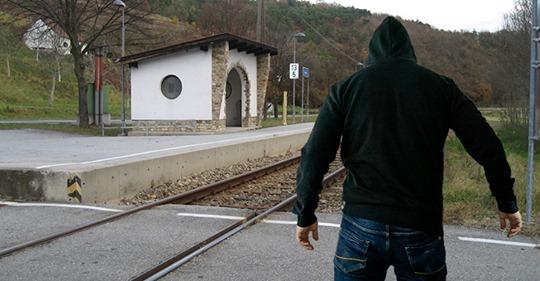 Österreich: Syrer onaniert mehrmals vor Mädchen im Zug – Bewährungsstrafe