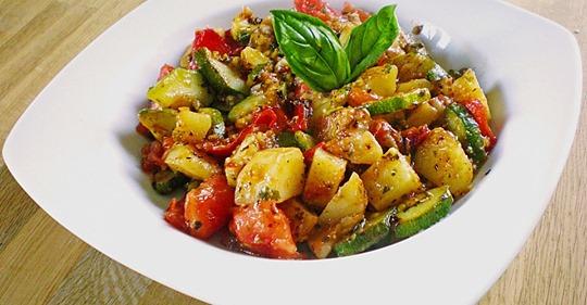 Kartoffel Paprika Zucchini Topf
