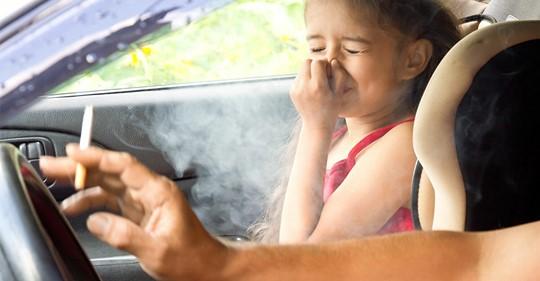 Nordrhein Westfalen möchte ein Rauchverbot in Autos durchsetzen, wenn Kinder oder Schwangere mitfahren
