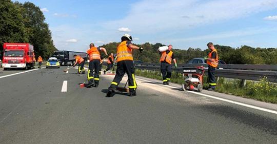 Dorsten/NRW: Lkw stellt sich nach Unfall quer, um Schulkinder auf Fahrbahn zu schützen – wird von Verkehrsteilnehmern beschimpft