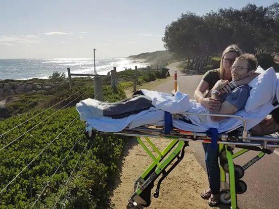 Sanitäter erfüllen vierfachem Vater seinen letzten Wunsch, bevor er zu Hause seine letzten Tage lebt