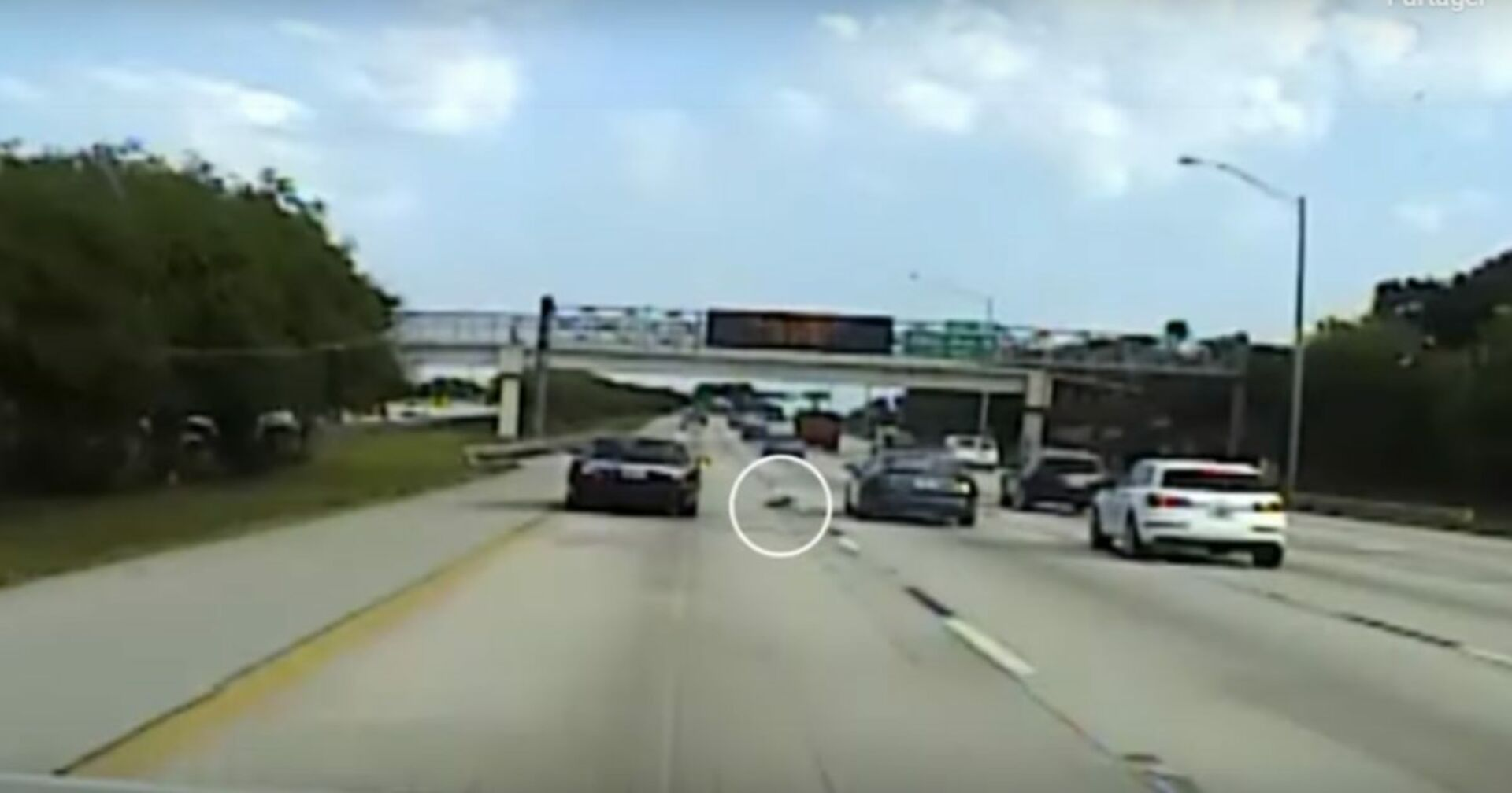 Schockmoment auf Autobahn: Er legt eine Vollbremsung hin schaut nach dem Rechten!