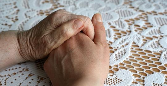 Pflege von Angehörigen: Darum pflege ich Mama nicht selbst