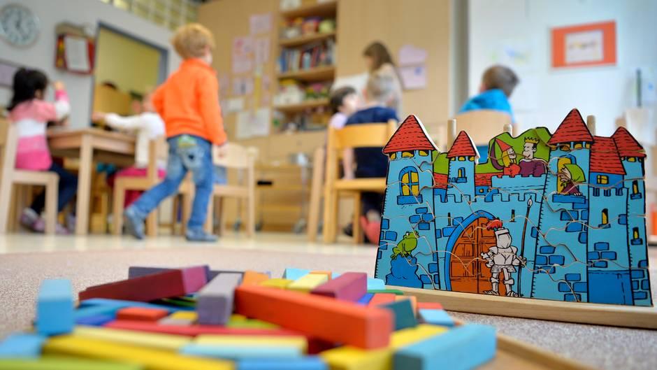 Kindheitsforscher warnt: Hört auf, eure Kinder in Kitas zu geben!