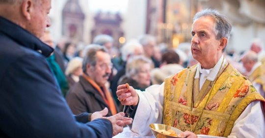 Salzburger Dom: Kein Weihwasser wegen Coronavirus