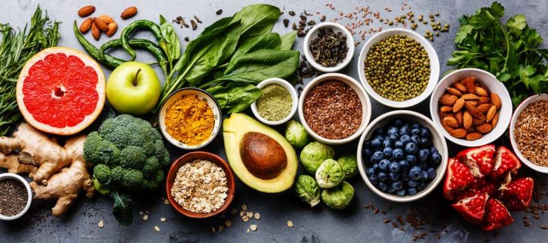 10 komplett natürliche, entgiftende Lebensmittel, die Du jeden Tag essen kannst, um Deinen Körper zu reinigen