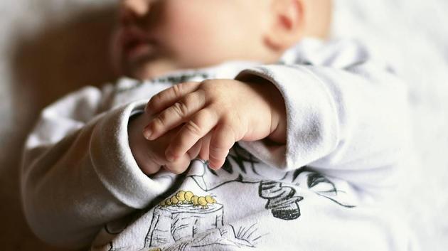Säugling starb in Klinik: Mutter (19) soll Baby erschlagen haben - U-Haft