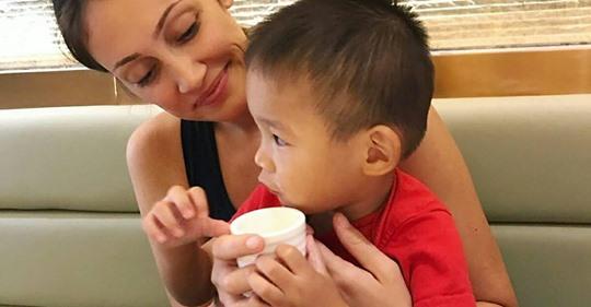 Kleiner Sohn (4) ist Autist & soll deswegen weg: Influencerin will ihren Adoptiv-Sohn nicht mehr