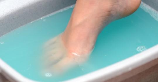 Hornhaut entfernen: Hausmittel für weiche Füße