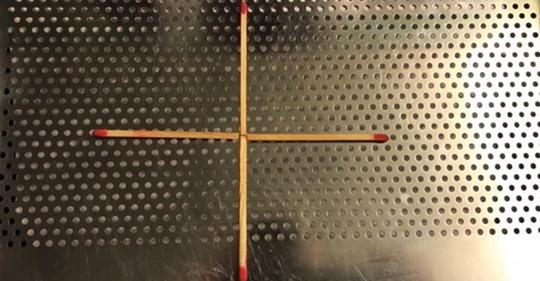 Schön für Partys: Verlegen Sie ein Strichholz, um ein Quadrat zu machen. Können Sie es …?