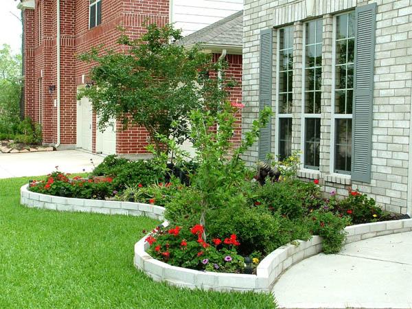 Raffinierte Tipps, um mit einem kleinen Budget ein schönes Blumenbett in Ihrem Garten zu schaffen.