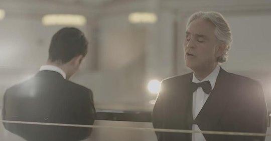 Andrea Bocelli singt Duett mit 20-jährigem Sohn Matteo zum ersten Mal in
