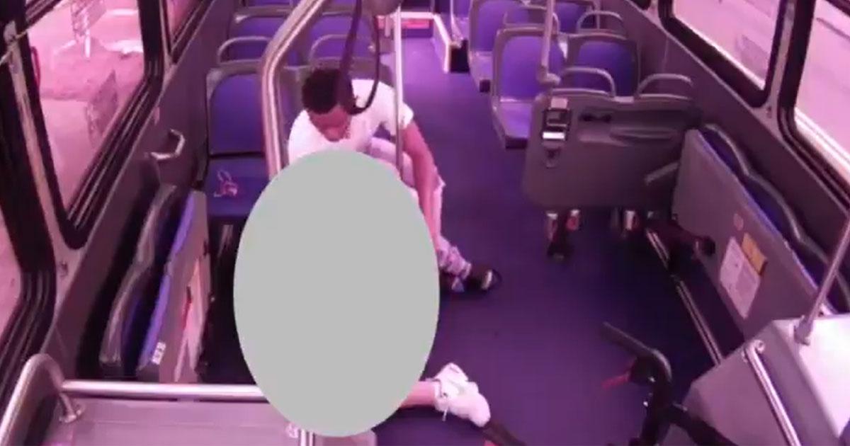 Ersthelfer (20) raubt sterbenden Senioren in Bus aus: Rentner (†) starb nach Herzinfarkt