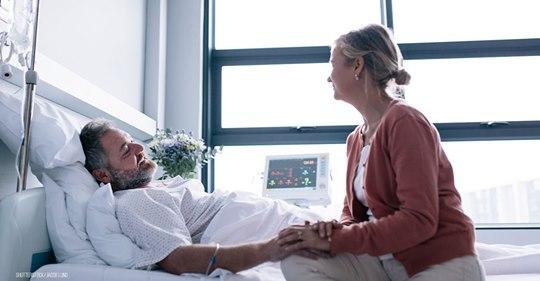 Mann liegt todkrank mit Krebs in Bremer Klinik: Ehepaar klagt Besuchsrecht ein