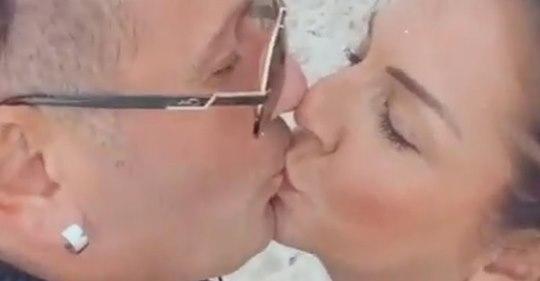Erster öffentlicher Kuss: Bei Ennesto und Danni knistert es!