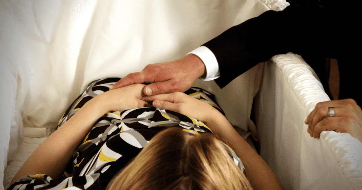 Mann klebt mit Sekundenkleber den Schädel seiner Frau zusammen – Tod soll wie ein Unfall aussehen