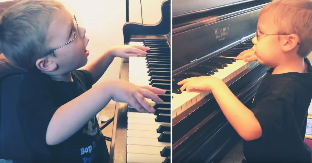 """Blinder 6-Jähriger spielt """"Bohemian Rhapsody"""" auf Klavier & sorgt mit seinem Gesang für Gänsehaut"""