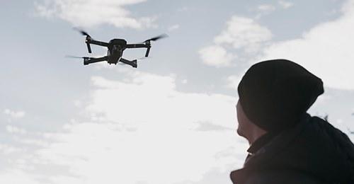 """Mit Hubschraubern und Drohnen: Jagd auf """"Corona-Sünder"""""""