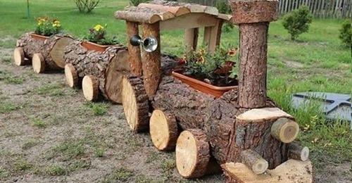 Aus alten Baumstämmen macht man wirklich schöne Dinge für den Garten!