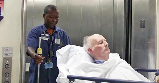 Er wurde angeheuert, um Patienten in ihre Zimmer zu bringen, wusste aber nicht, dass Kameras ihn aufzeichneten
