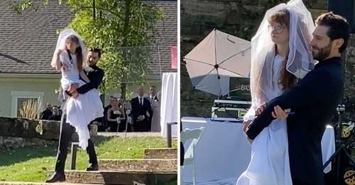 Bräutigam trägt Schwester der Braut zum Altar – Szene geht viral